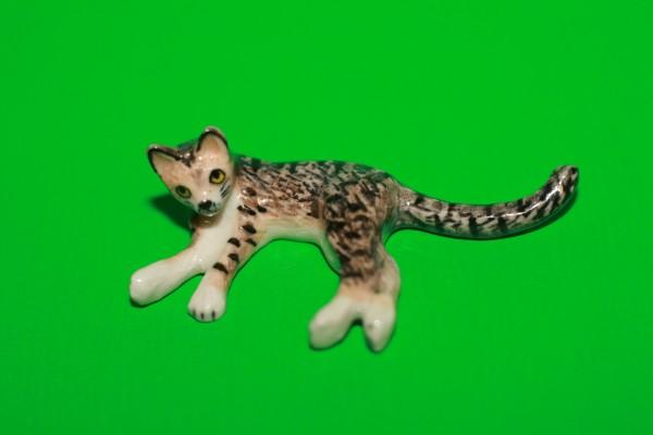 Miniatur Katze seitl. liegend 1:12