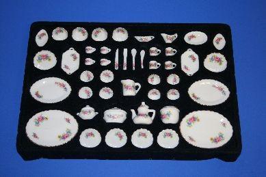 Porzellan-Service, weiß/rosa/blau, 50-teilig, 1:12