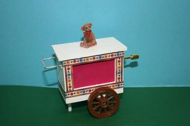 Drehorgel weiß/pink, mit braunem Bär, Melodie: Lili Marleen