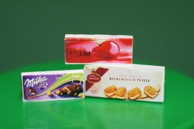 Packungen Schokolade, Bienenstich und Mon Chéri, 1:12