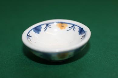 Schüssel weiß, mit Muster, Keramik