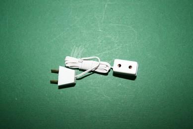 Einfach-Steckdose mit Kabel und Stecker