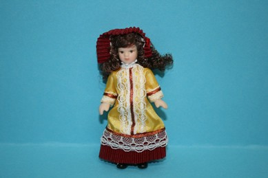 Porzellan-Biegepuppe - kl. Mädchen m. gelb-bord.-farbenen Kleid