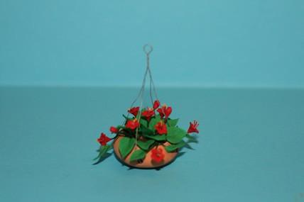 Hängeampel, Terracotta, rote Blüten
