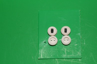 Steckdosen und Schalter, nur Attrappen - je 2 Stück, 1:12