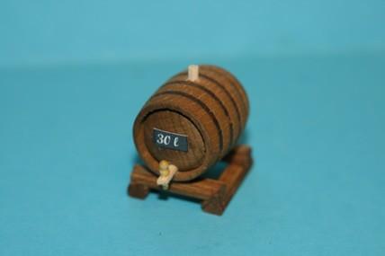 Weinfass auf Fasslager, Holz, liegend, 1:12