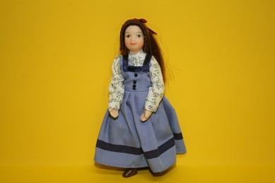 Porzellan-Biegepuppe - Mädchen m. blauem Trägerrock und Bluse