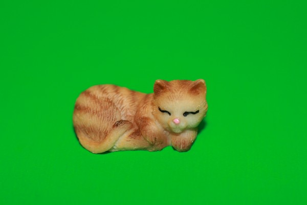 Miniatur Katze orange schlafend Kopf rechts 1:12