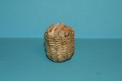 Korb mit Holz, 1:12