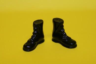 Stiefel schwarz, Kunstharz, 1:12
