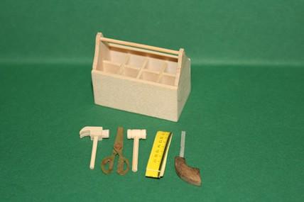 Werkzeugkiste hell, mit Werkzeug, 1:12