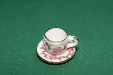 Tasse u. Untertasse weiß/rosa Blumen m. Goldr., Porzellan, 1:12