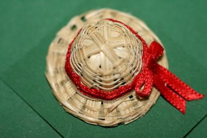 Strohhut mit roter Schleife, 1:12