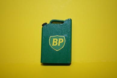 "Benzin-Kanister ""BP"", grün lackiert, Holz"