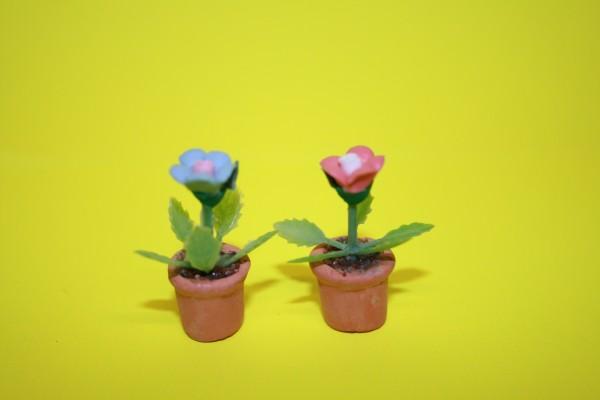 Miniatur Blümchen rosa/bleu 1:12