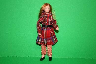 "Porzellan-Biegepuppe ""Junges Mädchen"", rotblond, Schotten-Look"