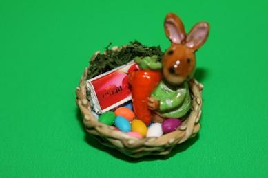 Osternest mit Hase, Pulli grün