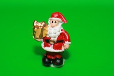 Weihnachtsmann mit Päckchen, Polyresin