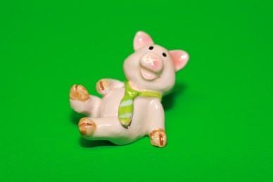 Glücksschwein mit grüner Krawatte, Polyresin