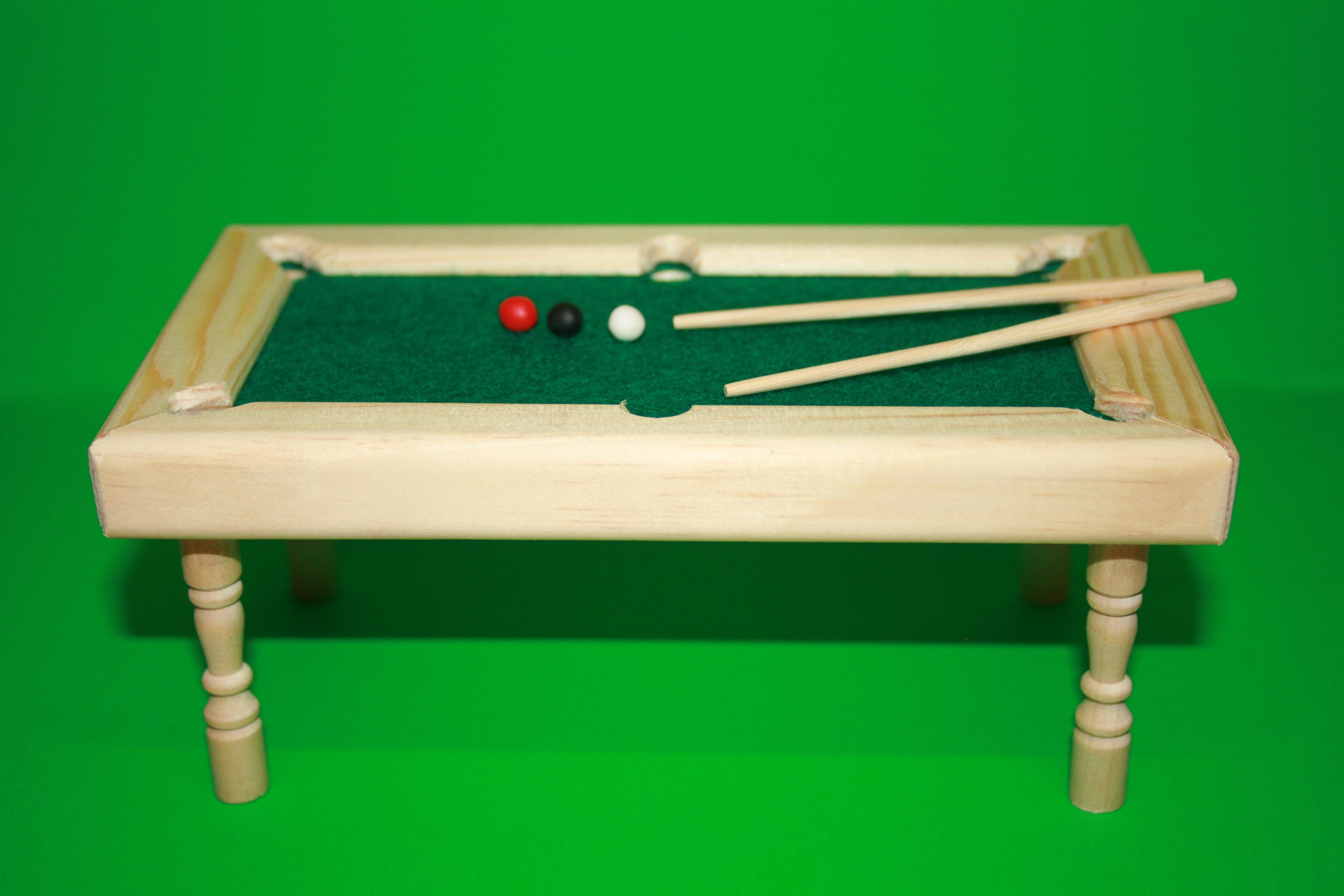 billard tisch mit st cken u kugeln holz natur 1 12. Black Bedroom Furniture Sets. Home Design Ideas