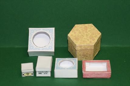 6 Faltschachteln, mit sechseckiger Schachtel gelb