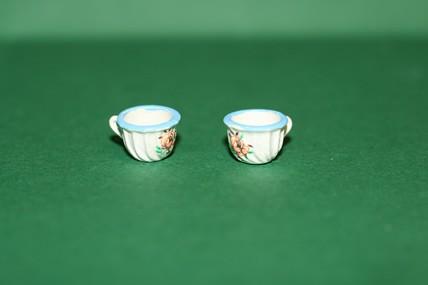 Tassen, blauer Rand - 2 Stück, 1:12