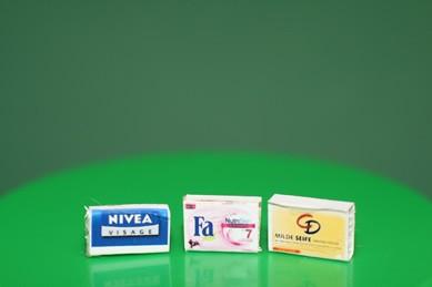 Seifenpackungen Fa, Nivea und CD, 1:12