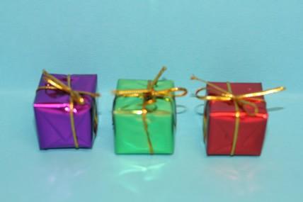 Päckchen - 3 Stück, rot, grün und lila, 1:12