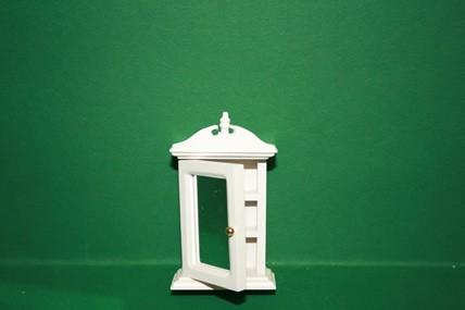 Spiegelschränkchen weiß, 2 Einlege-Böden, 1:12