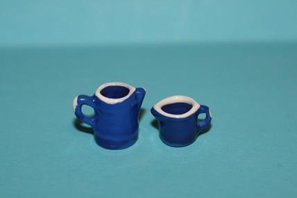 Kleine Kanne und Henkelbecher blau, Porzellan, 1:12
