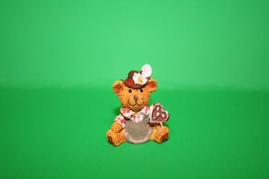 Trachten-Bär mit Lebkuchenherz, Kunstharz