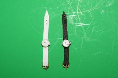 Armband-Uhren, weiß und schwarz - 2 Stück