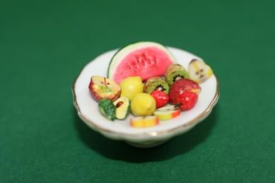 Obst auf Porzellanschale
