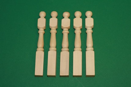 Treppenpfosten - 5 Stück, Holz roh, 1:12