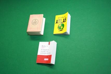 Bücher - 3 Stück u. a. Atlas, 1:12