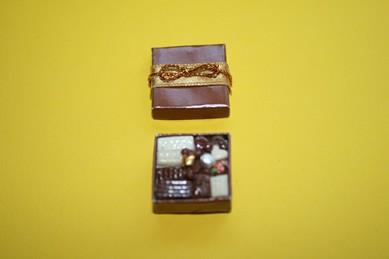 Schachtel mit Pralinen, 1:12