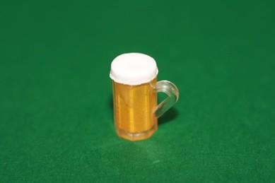 Bierseidel mit Bier, Kunststoff