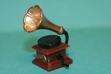 Grammophon, alt, Resin