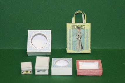 """6 Faltschachteln, mit grüner Einkaufstasche """"Dame"""""""