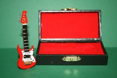 Gitarre rot, im Koffer