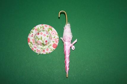Schirm rosa + Hut weiß/rosa geblümt, 1:12