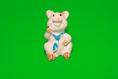 Glücksschwein mit blauer Krawatte, Polyresin