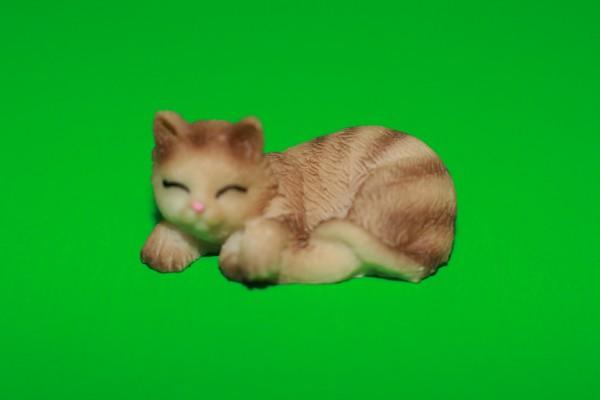 Miniatur Katze schlafend Kopf links 1:12