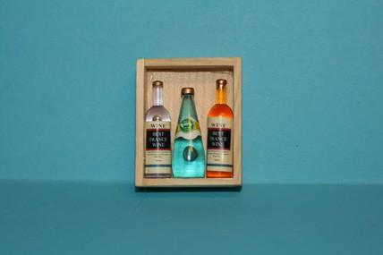Weinkiste mit 3 Flaschen, 1:12