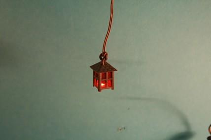 Stall-Laterne, schwarz/rot, 1:12