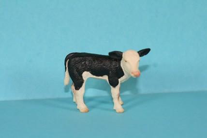 Kuh stehend, schwarz-weiß